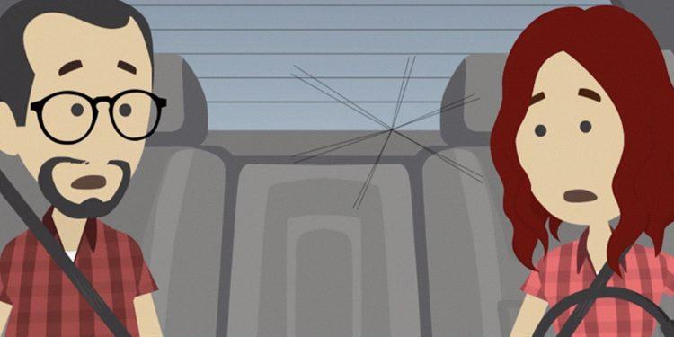 Ilustración de dos personas dentro de un coche con la luna rota.