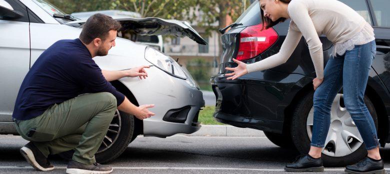 ¿Quién es culpable en un accidente de tráfico entre dos coches?