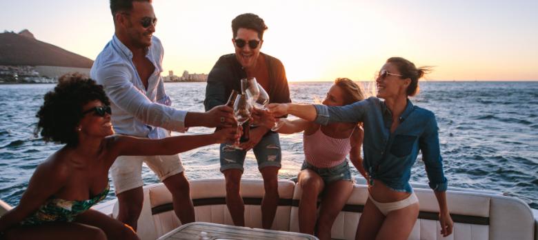 El seguro nos ayuda si… nos vamos con unos amigos en nuestro barco