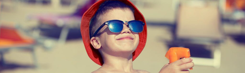 Haz que tus hijos se diviertan mientras les proteges del Sol jugando