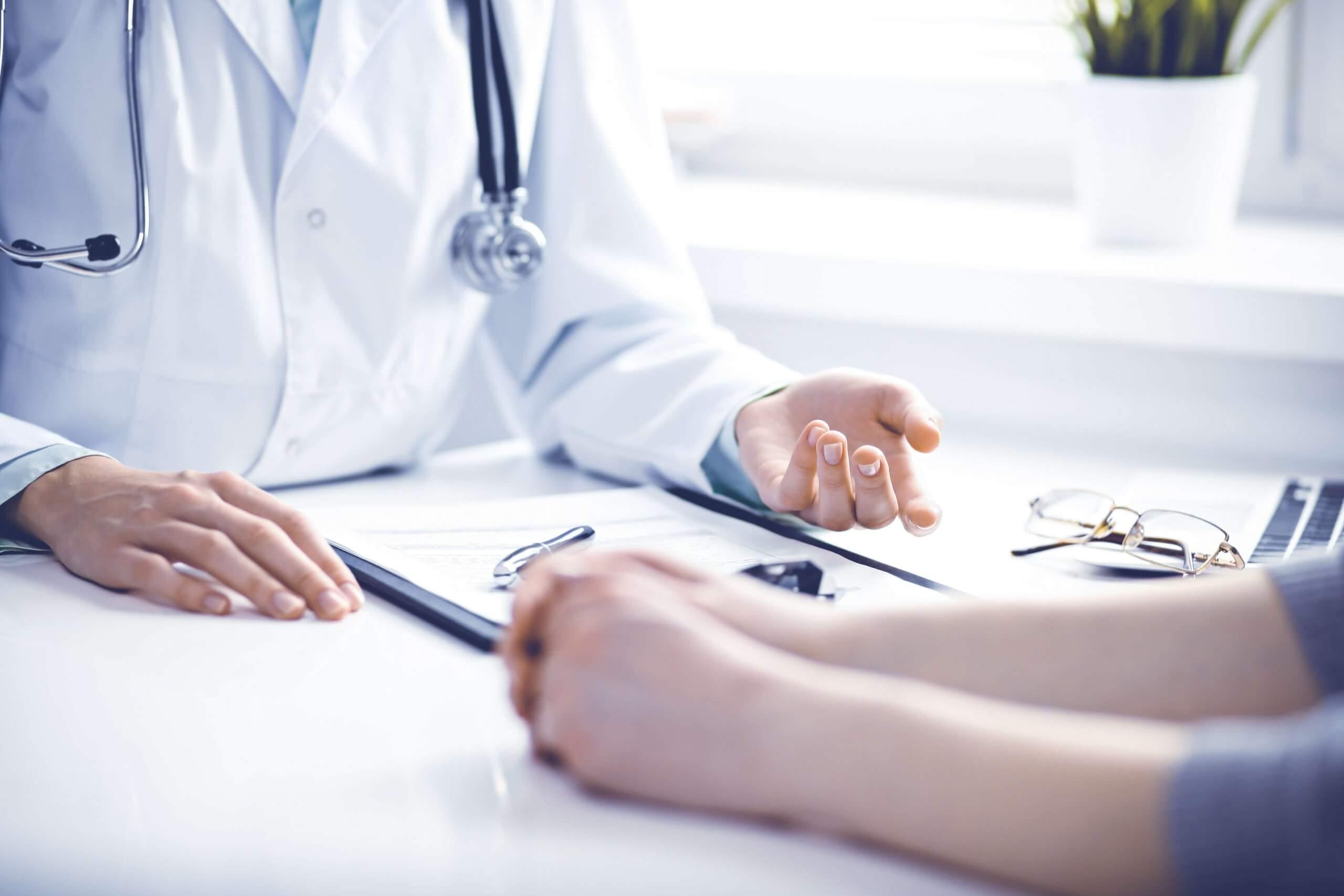 ¿Qué es el periodo de carencia en un seguro de salud? Implicaciones en tu Elección