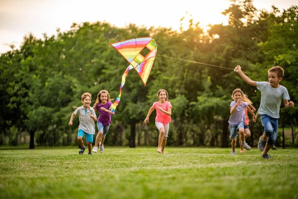 Juegos al aire libre deportivos y divertidos para niños