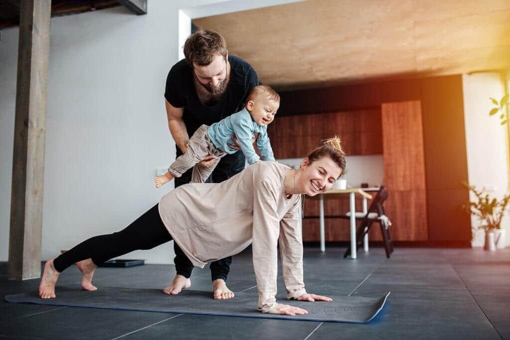 Cómo hacer ejercicio en casa y practicar con vuestros hijos