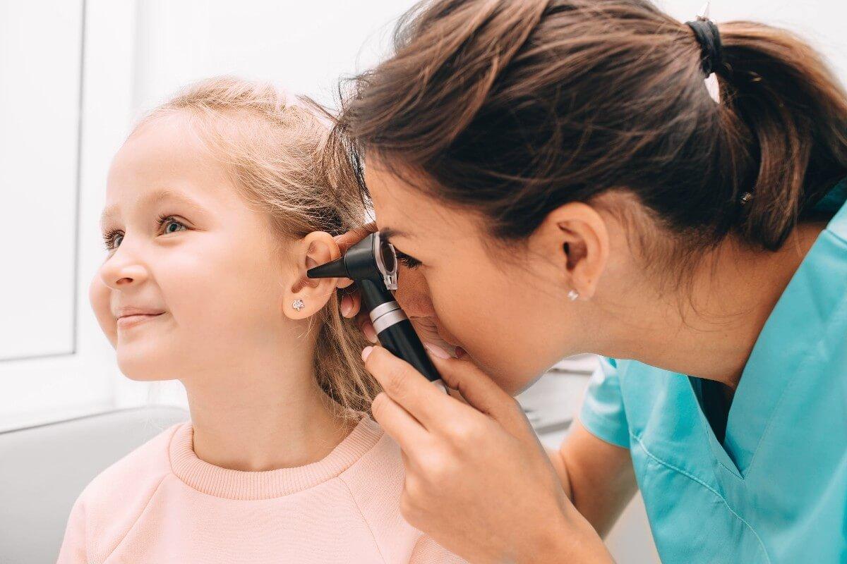 Cómo detectar y tratar la otitis en niños y bebés